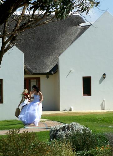 Luxury accommodation available to bride and her party at Draaihoek Lodge.